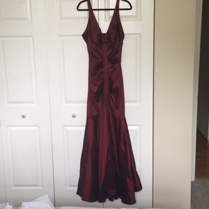 Windsor brand new red prom dress